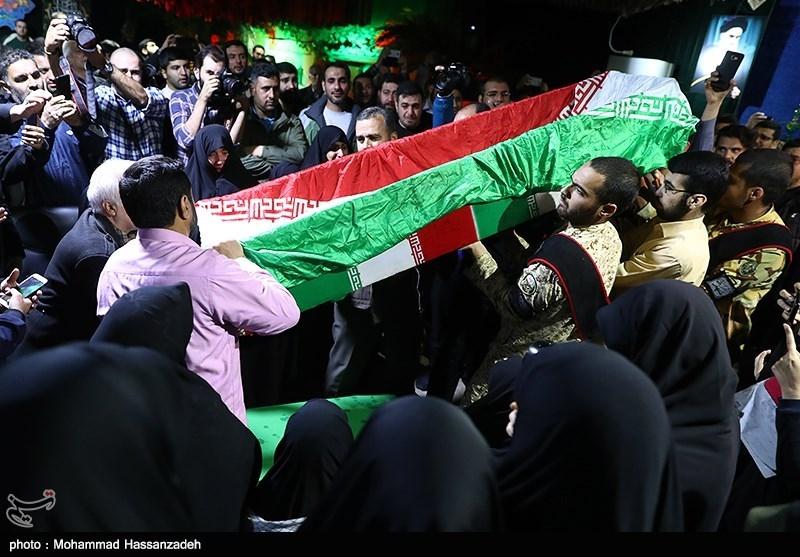 سنگ تمام سمنانیها در مراسم استقبال از شهید مدافع حرم «محمد قنبریان»
