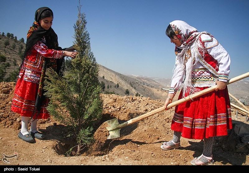 آئین روز درختکاری در بجنورد به روایت تصویر