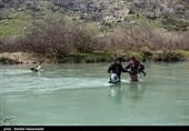 طغیان آب رودخانه نکارود؛ محورهای مازندران برفی و لغزنده است + فیلم