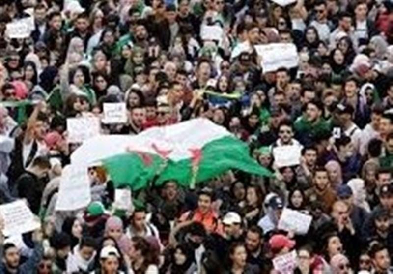 تظاهرات بیسابقه در الجزایر با وجود انصراف بوتفلیقه از نامزدی