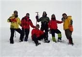 صعود کوهنوردان منتخب ارتش به قله 4050 متری کهار