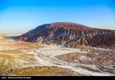 تاریخ پیدایش این پدیده بیش از شصت میلیون سال تخمین زده شده است و بلورهای نمک به صورت تیغه های مشخص و کنگره دار سر برآورده که مناظر زیبایی را به وجود آورده اند.