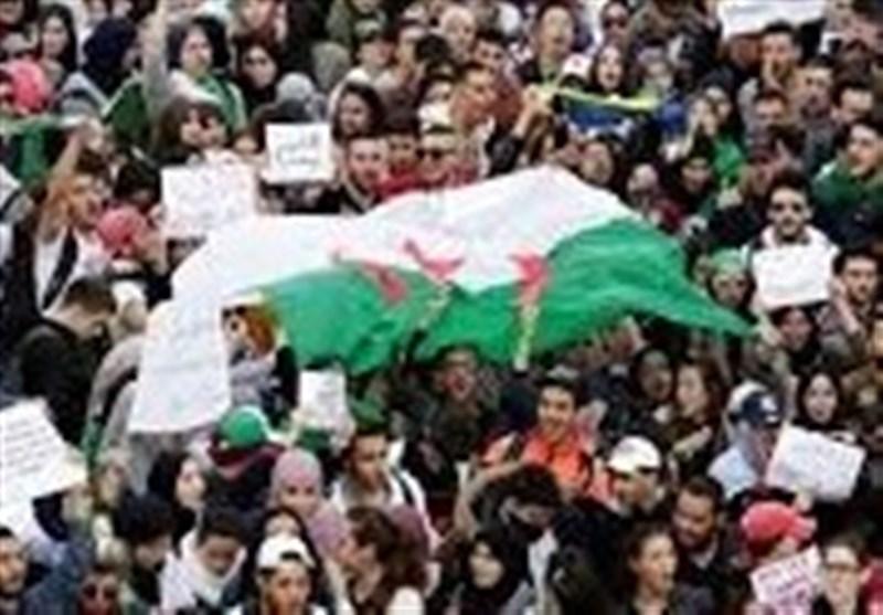 تظاهرات الجزایریها در پایتخت؛ بر افراشته شدن پرچم فلسطین