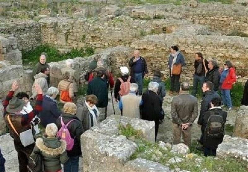 مجموعة سیاحیة من فرنسا وکندا وسویسرا تزور المواقع الأثریة فی اللاذقیة