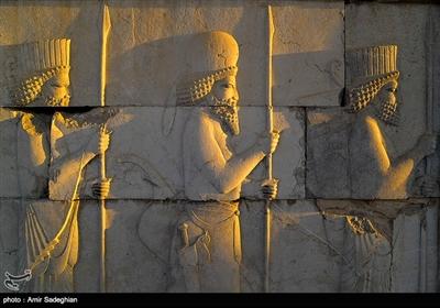 مجموعهی تاریخی تخت جمشید، در مرکز استان فارس و ۵۵ کیلومتری شمال شرقی شهر شیراز قرار گرفته است.