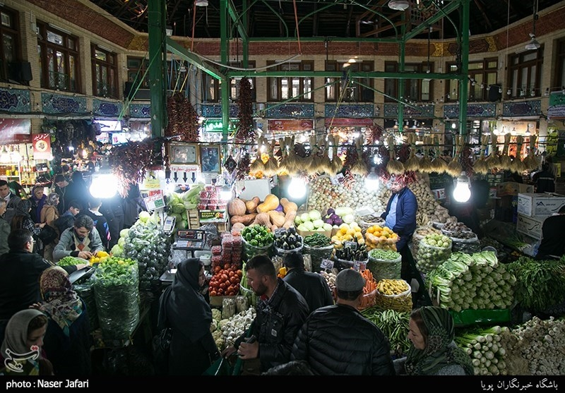 Shoppers Swarm Tajrish in North Tehran ahead of Nowruz