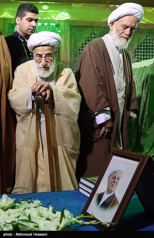 آیت الله جنتی رئیس مجلس خبرگان رهبری بر سر مزار مرحوم آیت الله هاشمی رفسنجانی