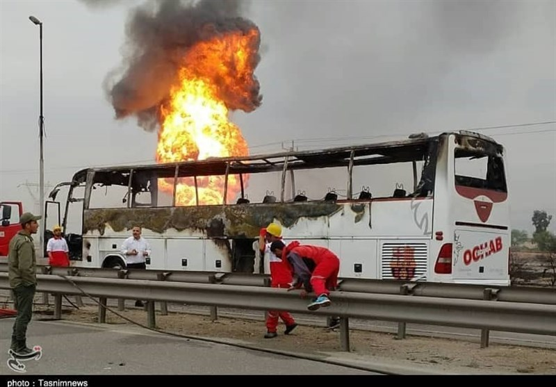 آتش سوزی لولههای گاز در مسیر آزادراه اهواز به ماهشهر + فیلم