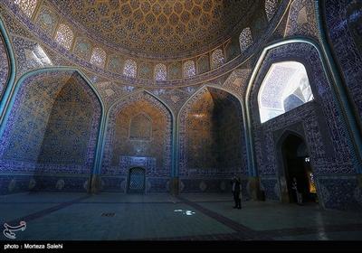 این مکان مذهبی برای تجلیل شیخ لطفالله میسی بنا گردیده و سالانه گردشگران زیادی را جذب خود میکند.
