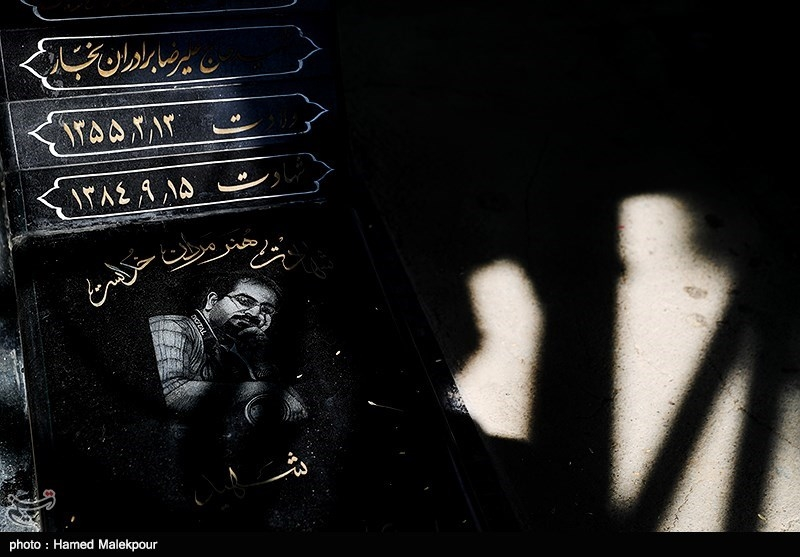 مزار شهید علیرضا برادران نجار در آخرین پنجشنبه سال - بهشت زهرا(س)