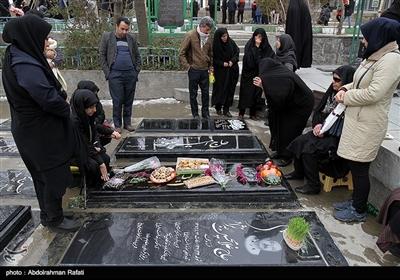 مردم همدان در آخرین پنجشنبه سال ۹۷ طبق سنت هر ساله، به زیارت درگذشتگان خود رفتند.