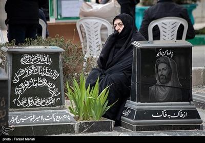 مردم کرمانشاه در آخرین پنجشنبه سال ۹۷ طبق سنت هر ساله، به زیارت درگذشتگان خود رفتند.