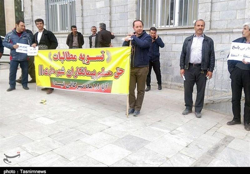 تجمع پیمانکاران شهرداری سنندج در اعتراض به تعویق 5 ساله مطالبات؛ شهردار استعفا دهد+تصاویر