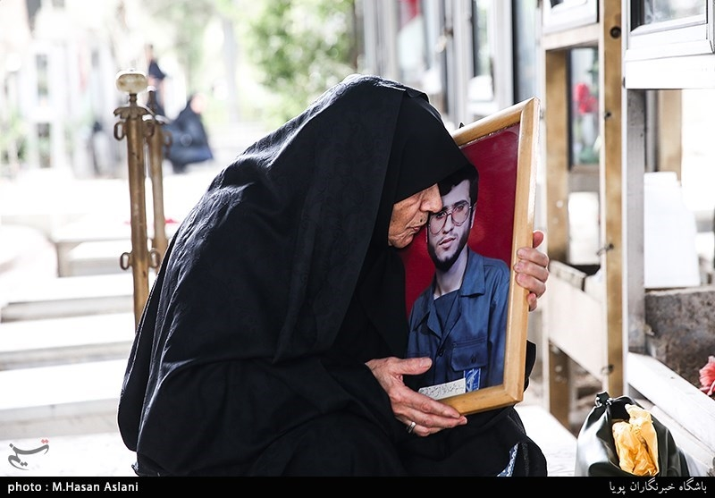 زیارت اهل قبور در آخرین پنج شنبه سال 97