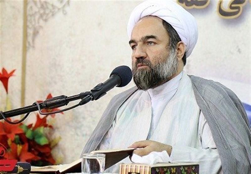 امام جمعه زاهدان: نهضت عاشورا روز به روز در حال گسترش است