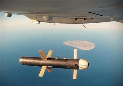 Iranian UAVs Exercise Assault Operations over Persian Gulf