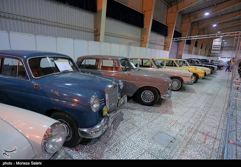 Vintage Cars Go on Display in Iran's Isfahan