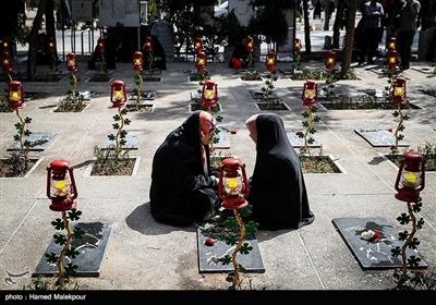 ایران میں سال کی آخری جمعرات کو شہداء کی مزار پر حاضری