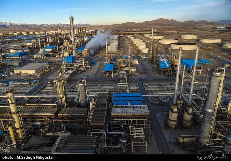 Iran Parliament Passes Bill to Up Gas, Oil Refineries' Capacities