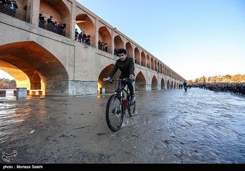 بهار 98 جریان دوباره آب در زایندهرود؛ اولین مهمان نوروزی اصفهانیها از راه رسید