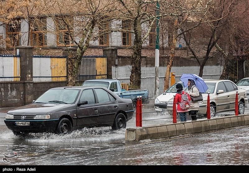 بارش شدید باران به 120 واحد مسکونی و تجاری مشهد خسارت وارد کرد