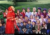 دوربین تسنیم در «دهکده کوهستانی خاله شادونه»| ملیکا زارعی: کودکان با تماشای برنامههای جذاب تلویزیون از خطرهای مجازی فاصله میگیرند+ فیلم و عکس