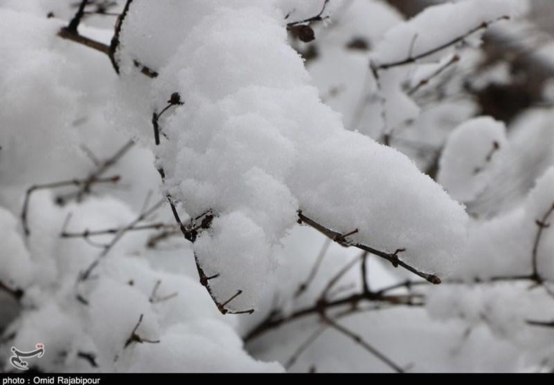 بهار 98| بارش شدید برف در بجنورد مسافران نوروزی را غافلگیر کرد