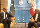 Iranian, Pakistani FMs Meet in Turkey
