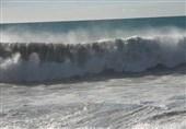 خلیج فارس در استان بوشهر مواج و طوفانی میشود