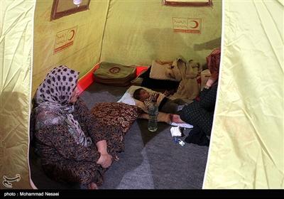 الأجهزة الحکومیة تقدم مساعدات اغاثیة الى المناطق المتضررة من السیول شمال ایران