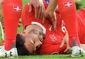 فوتبال جهان| کمک حیاتی بازیکن گرجستان پس از دست رفتن هوشیاری بازیکن سوئیس در بازی انتخابی یورو 2020 + عکس