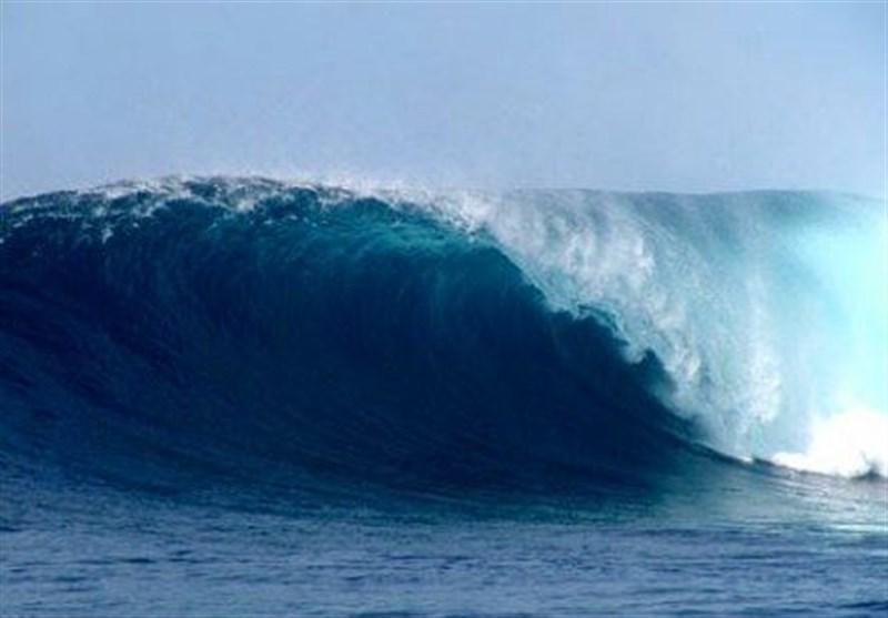 امواج خلیج فارس در استان بوشهر بالای 180 سانتیمتر است