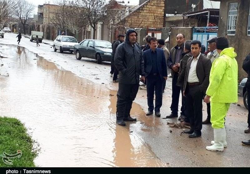 یک نفر بر اثر سیل در سرپلذهاب جان باخت/ آبگرفتگی معابر شهری و قطع برق در استان کرمانشاه+فیلم