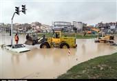 آبگرفتگی شدید بخشهای شمالی شهر کرمانشاه/ خودروها متوقف شدند