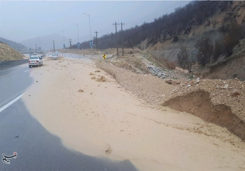 سیل در شهرها و جادههای اصلی کهگیلویه و بویراحمد جاری شد+تصاویر