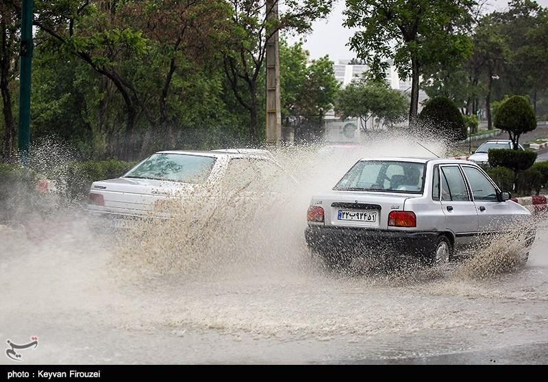 آبگرفتگی شدید معابر و خیابانهای سنندج/مردم غافلگیر شدند+تصاویر