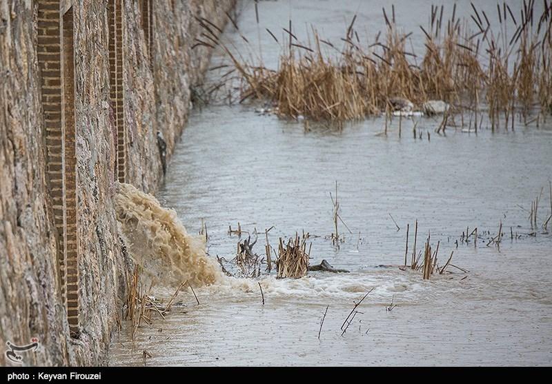 آخرین جزئیات از مدیریت بحران در شهرستان اراک؛ بارشها به سمت تالاب میقان هدایت میشود