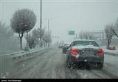 بارش برف و باران در اکثر محورهای استان اصفهان همچنان ادامه دارد