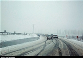 برف و باران در جادههای 11 استان