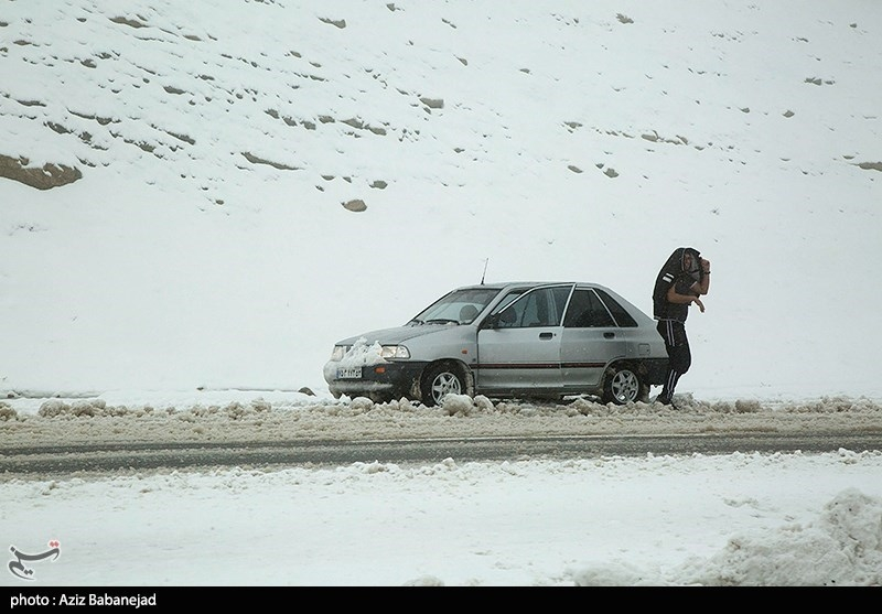 آخرین وضعیت راهها  برف در برخی محورها/ کولاک در جادههای استان سمنان