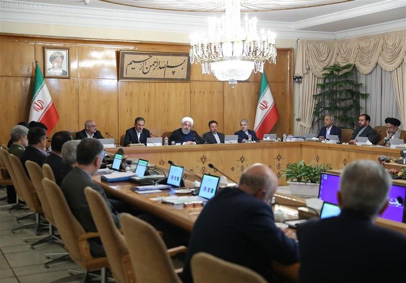 روحانی در اولین جلسه هیات دولت در سال جدید: حل مشکلات مردم در اولویت اصلی قرار دارد