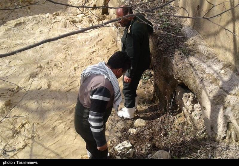 ساخت دیواره مهارکننده سیلاب توسط بسیج سازندگی سپاه امام رضا(ع)+عکس