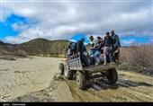 محاصره در آب؛ روایت عبور سخت مردم 14 روستا از یک رودخانه در خراسان شمالی + فیلم