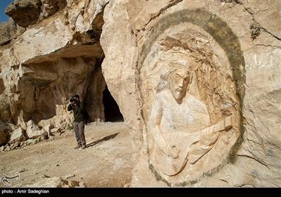 """غار سنگشکنان جهرم که به نام """"سنگاِشکن"""" معروف است، بزرگترین غار دستساز خاورمیانه و یکی از زیباترین غارهای مصنوعی جهان است"""