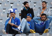 درگیری هواداران استقلال با یک پیشکسوت و نارضایتی از سرمربیگری مجیدی/ شعار علیه فتحی و وزارت ورزش + عکس