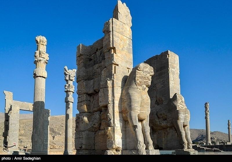کاخ «تچر» و «شورا» در تخت جمشید توسط مرمتگران بدون مرز مرمت میشود