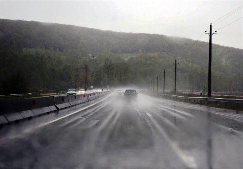 آغاز موج بازگشت مسافران نوروزی / تمام جادههای استان کرمانشاه لغزنده است