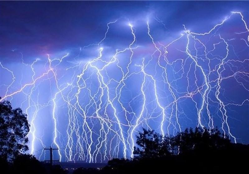 اینفوگرافیک|چگونه در توفان و رعد و برق زنده بمانیم؟