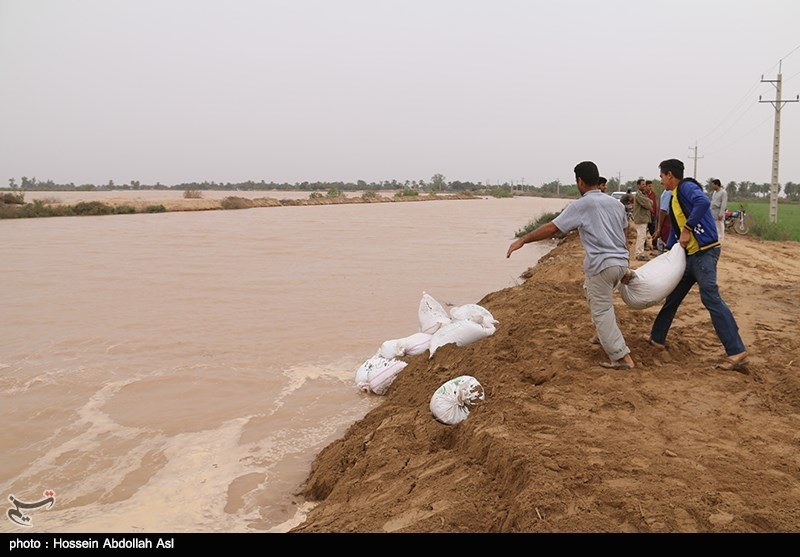 Karun River in Southwest Iran Floods, Causes Evacuation
