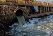 پمپاژ اضطراری فاضلاب شهری اهواز به رودخانه برای مقابله با برگشت آن به منازل+فیلم